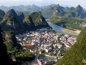 city of yangshuo mountains li river china travel tourists