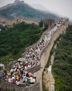 great wall china crowded crowd tourists