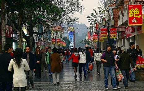 china travel tourists shopping guilin