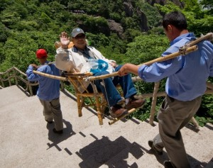 funny huang shan mountains porters carry