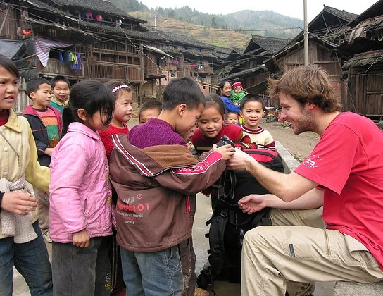 Playing with local Chinese kids, a reason why you might want to do independent travel in China.