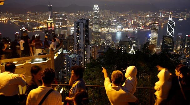People viewing the Victoria Peak skyline at night