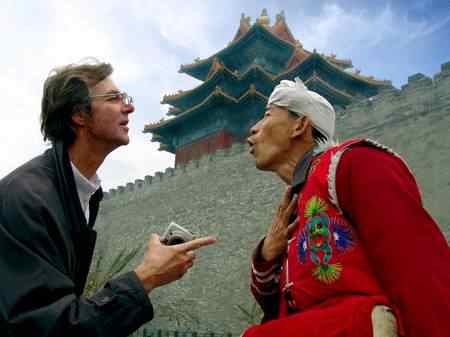 A foreigner speaks with a Chinese person in China