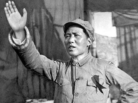 Mao Zedong with his hand up