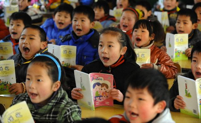 Chinese children recite proverbs