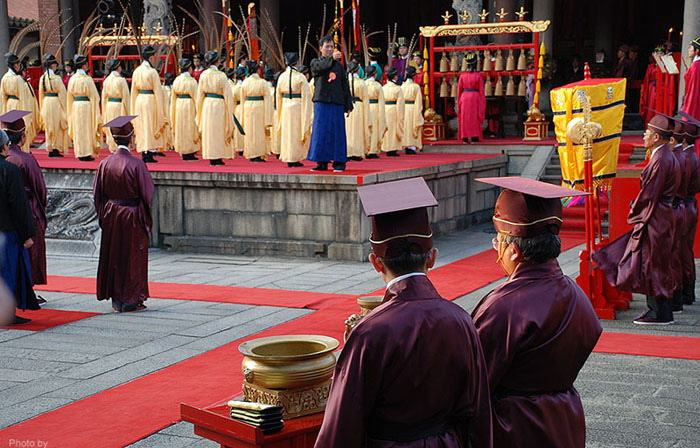 an analysis of confucianism impact on chinese rituals and traditions Confucianism had actually been almost fully destroyed by culture revolution  instead people were forcelly injected with communism but when china went.