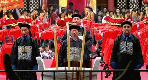 Chinese men dressed in Confucian clothing