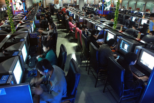 Young gamers gathered in a room representing 21% of all Internet users
