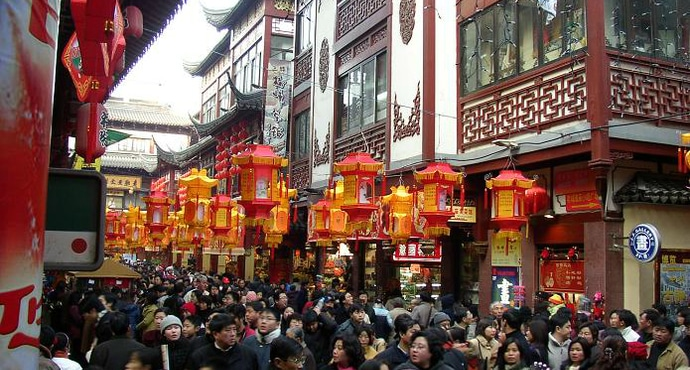 Shopping at the Yu Yuan Gardens in Shanghai