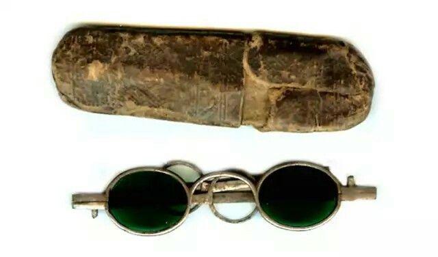 Ancient Chinese eyeglasses