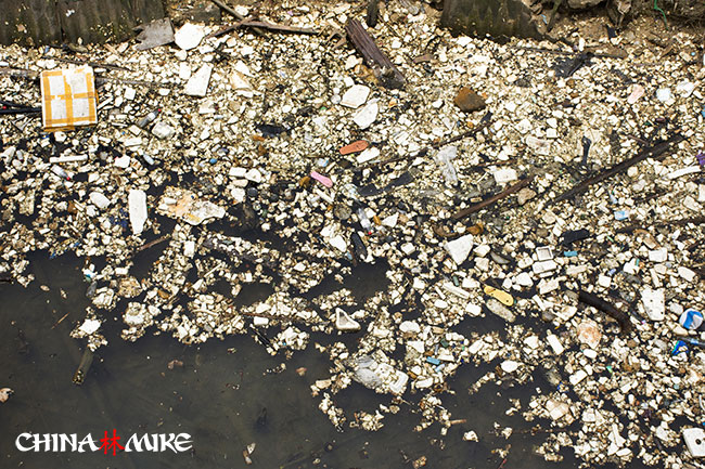 Trash piling up in polluted waters in China